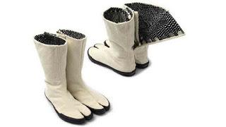 sepatu boot unik