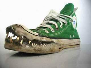 sepatu unik pria