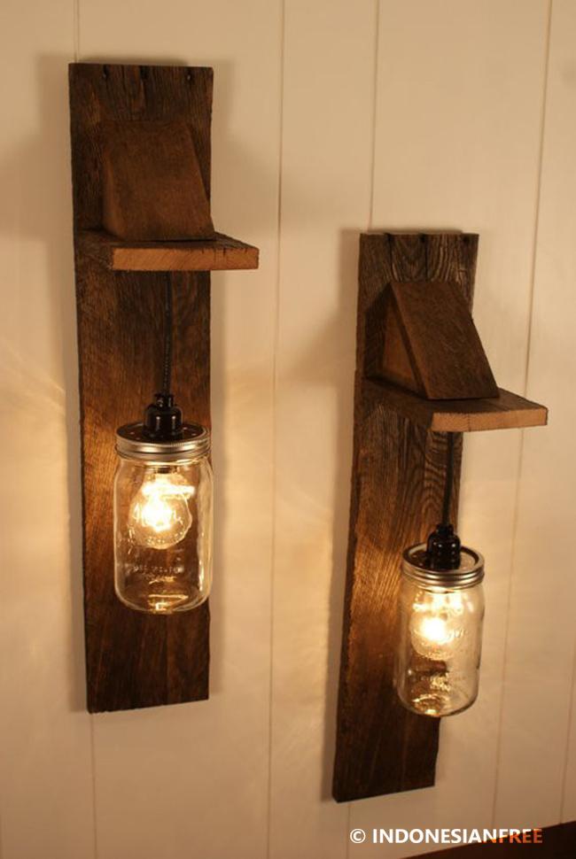 Lampu Tempel kreasi unik dari kayu bekas