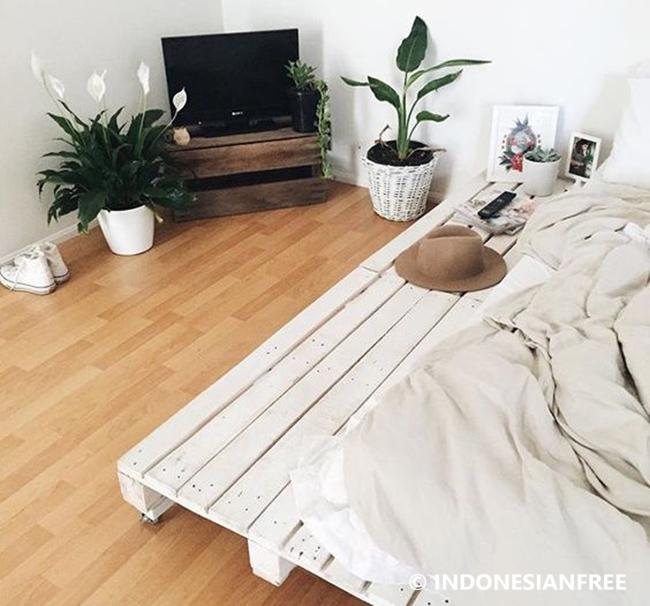 Tempat Tidur kreasi unik dari kayu bekas