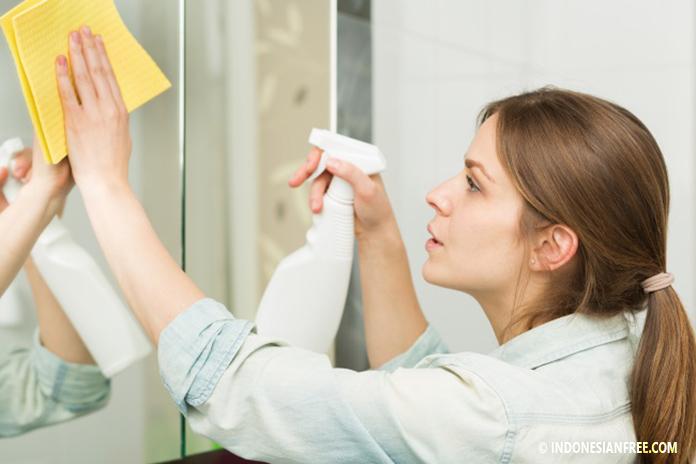 cara membersihkan kaca jendela agar kinclong