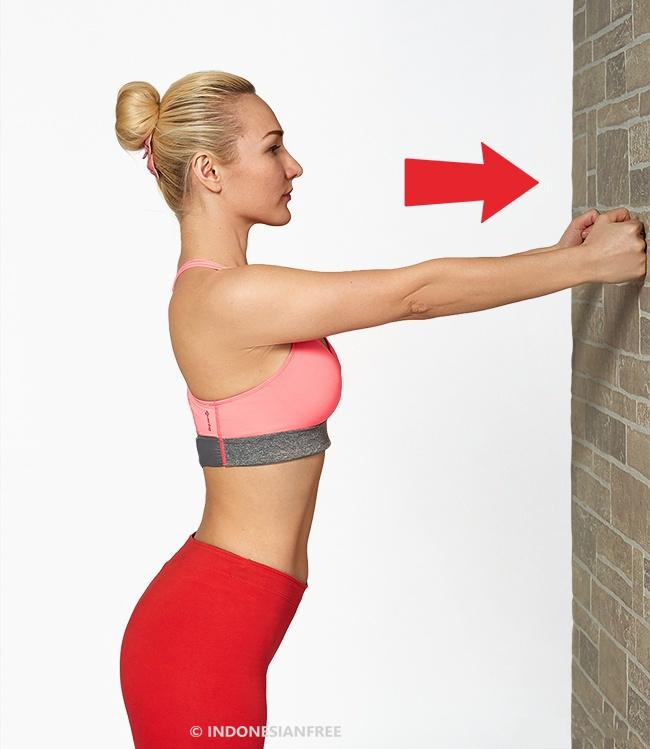 latihan barbel untuk mengencangkan payudara
