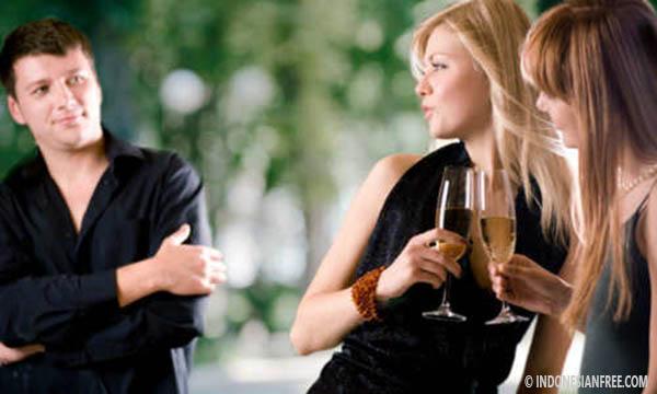 Wanita Yang Mudah Tertarik Dengan Orang Lain