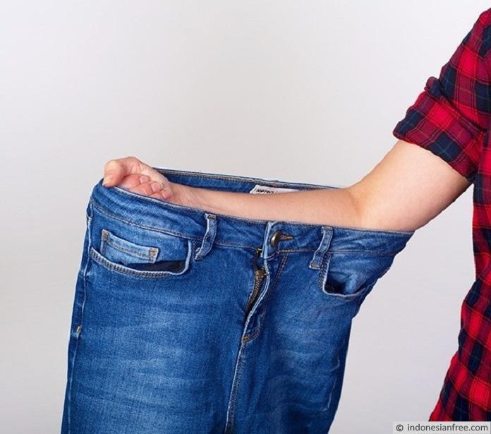 cara memilih celana jeans pria sesuai bentuk tubuh