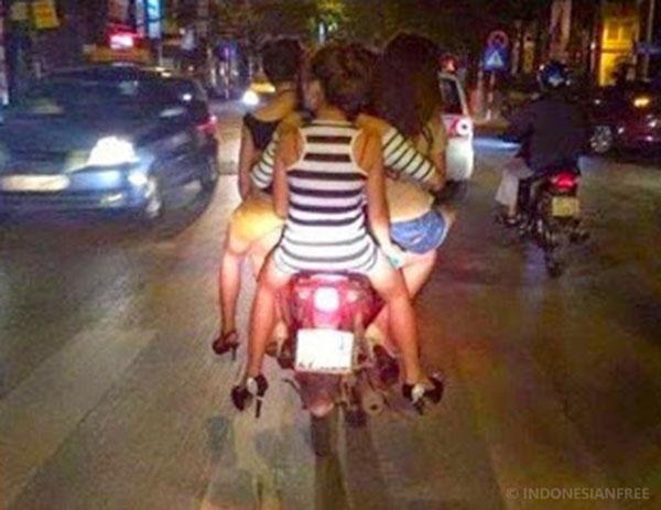 cara berkendara yang baik di jalan raya