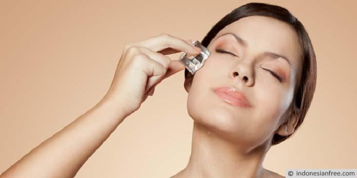 cara alami mengecilkan pori pori wajah dengan es batu