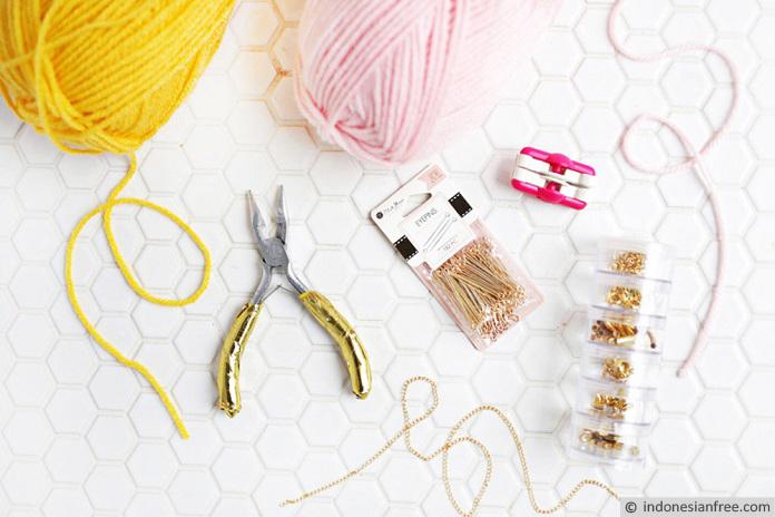cara membuat gelang tangan dari benang