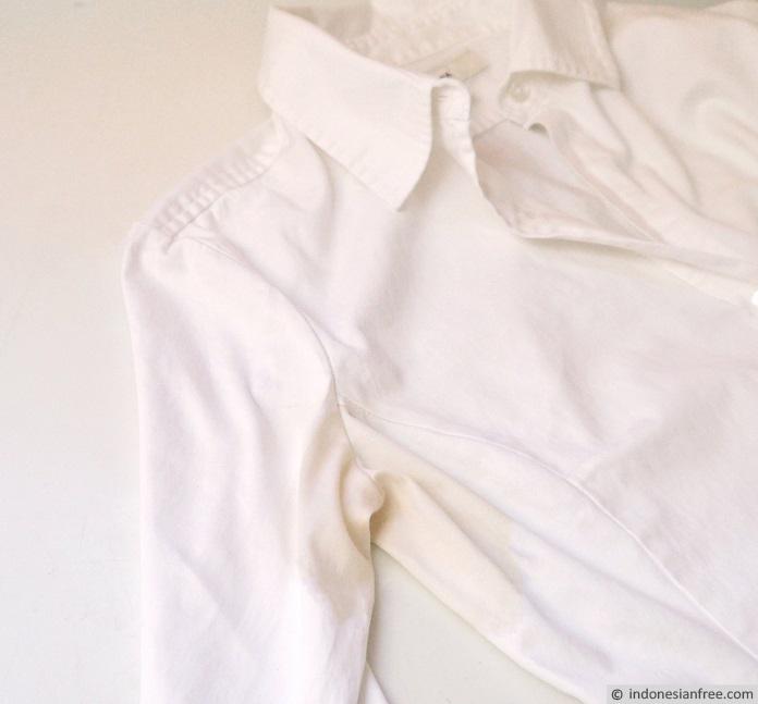 cara menghilangkan noda di baju karena kelunturan