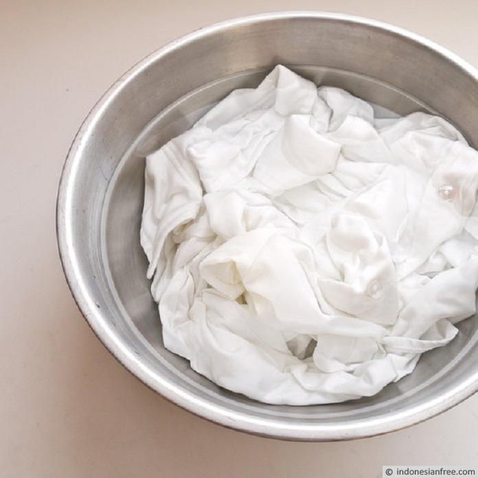cara menghilangkan noda di baju putih yang membandel