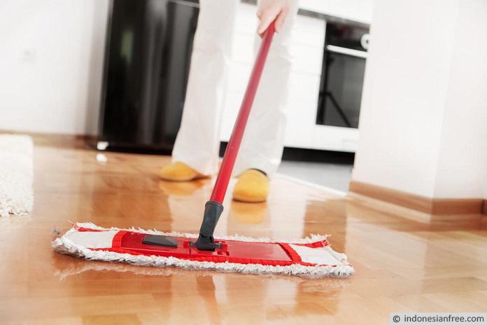 cara membersihkan lantai keramik kusam
