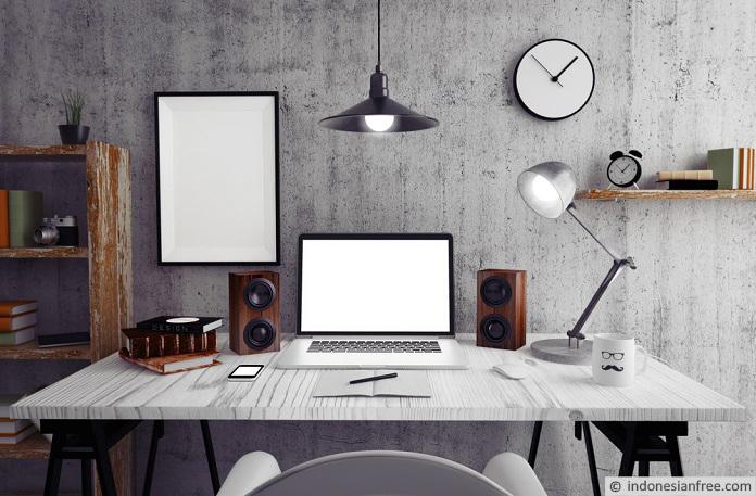 menata meja kerja di kantor